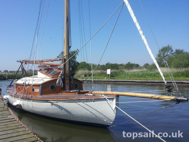 Powles 28 River Cruiser