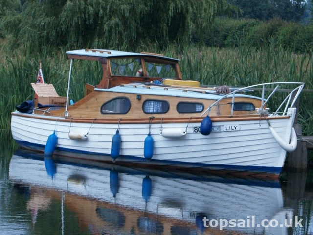 Fox Marine Fisher Traditional Estuary/River Cruiser