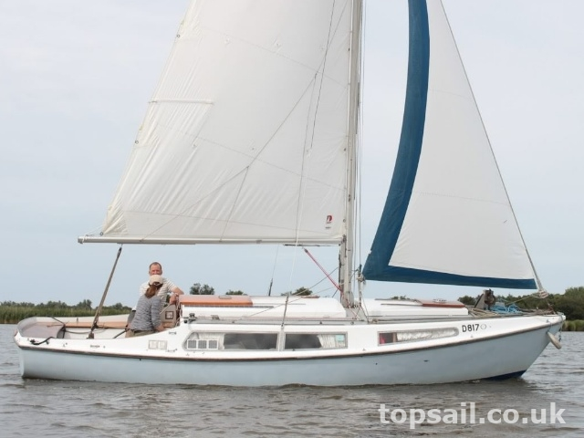Broads Sailing Cruiser (GRP Hull)