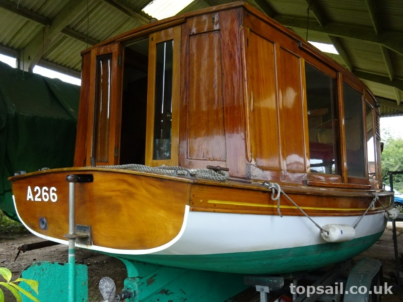 Classic Edwardian Cabin Launch & Trailer