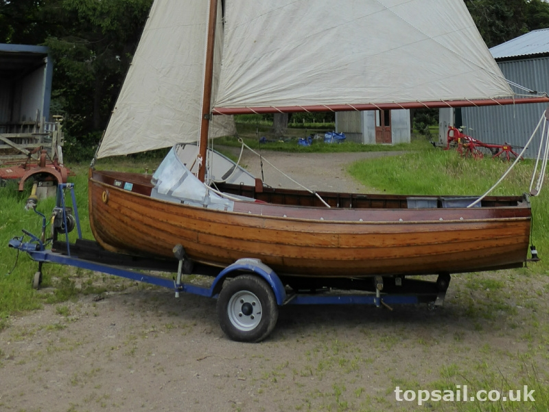 Island Class 14ft Clinker Sailing Dinghy & Trailer